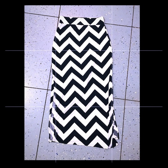 a.n.a Dresses & Skirts - Chevron maxi skirt with splits